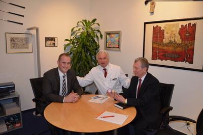 Профессор Вернер Зиберт с сотрудниками международного отдела клиники Кассель